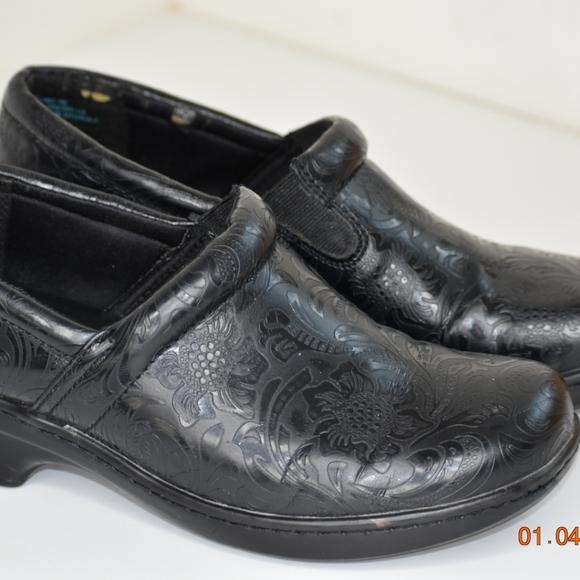 Yuu Shoes | Bethanee Slipon | Poshmark